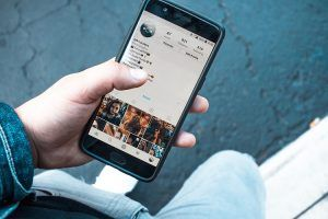 móvil con cuenta de Instagram